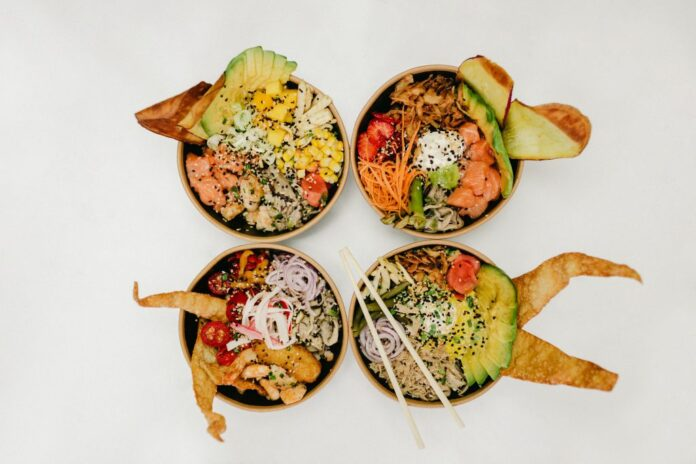 cuatro platos poké bowl