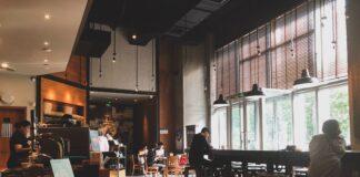 local restaurante casi vacío