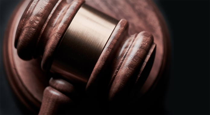 mazo judicial de madera