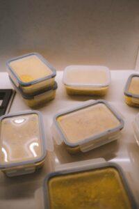 tuppers con comida congelada