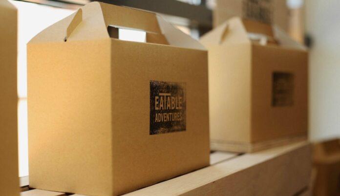cajas cartón con logo eatable adventure