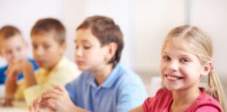 Niños Comiendo Escuela Paladarines