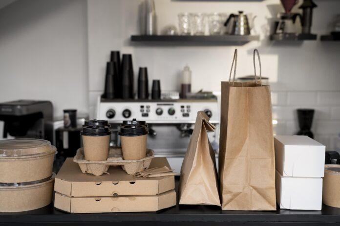 vista frontal de un pack de packaging para comida